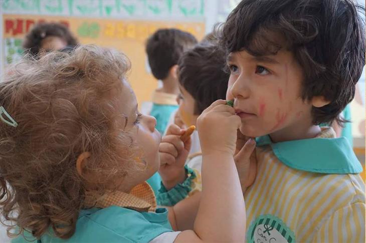 Pintando las caras - Escuela Infantil en Málaga - Con C de Cariño